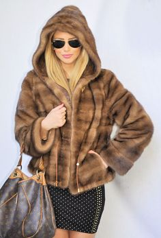 OUTLET SAGA MINK JACKET WITH HOOD.