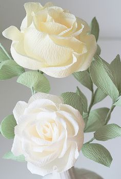 Pale Yellow and White Crepe Paper Roses - Rose bianche in carta crespaIvory crepe paper roses handmade by Ji Kim of Blooms in the AirBeautiful crepe paper roses- have to make these Let's celebrate by ogling Ji Kim's gorgeous crepe paper flowers. Crepe Paper Crafts, Crepe Paper Roses, Tissue Paper Flowers, Diy Paper, White Paper Flowers, White Roses, Crepe Paper Decorations, Paper Peonies, Paper Flowers Wedding