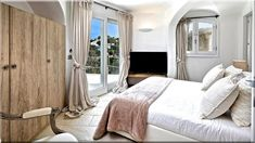Angol vidéki stílus Vidéki stílusú házak Vidéki lakberendezés - Luxuslakások Cottage Homes, Oversized Mirror, Projects To Try, Curtains, Country, Bed, House, Furniture, Home Decor