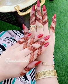 Creative Finger Mehndi Designs for Brides images on Designspiration Modern Henna Designs, Henna Art Designs, Mehndi Designs For Girls, Mehndi Designs 2018, Stylish Mehndi Designs, Mehndi Designs For Fingers, Wedding Mehndi Designs, Mehndi Design Pictures, Beautiful Henna Designs