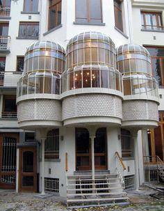 Art Nouveau - Hotel Max Hallet - Bruxelles - Victor Horta - Façade Côté Jardin Art Nouveau Architecture, Architecture Details, Interior Architecture, Interior And Exterior, Interior Design, Palaces, Belgium Hotels, Bird House Feeder, Art Nouveau Furniture