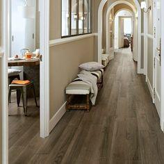 carrelage effet bois, sol en faux bois, couloir