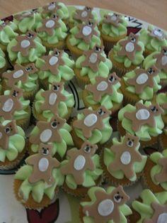 Teddy bear cupcakes.