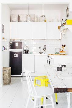 Nykyisessä avokeittiössä sijaitsi ennen makuualkovi. Keittiön kaapistot  sekä hana ovat Ikeasta 72a0bf775e