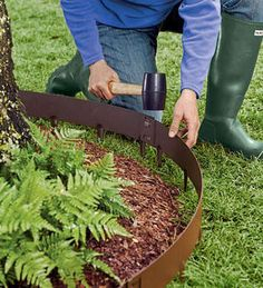 Landscape Edging: 10 Easy Ways to Set Your Garden Beds Apart: EverEdge Edging – Made from sturdy, powder coated flexible steel with spikes, EvrEdge appeals with its casual, country garden look. Lengths are interlocking for seamless installation and c Garden Shrubs, Lawn And Garden, Garden Beds, Small Gardens, Outdoor Gardens, Lawn Edging, Metal Garden Edging, Brick Edging, Landscape Edging