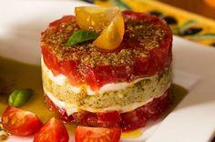 tartare de tomates Mexican Soup Recipes, Veggie Recipes, Vegetarian Recipes, Snack Recipes, Cooking Recipes, Snacks, Timbale Recipe, Tapas, Eat This