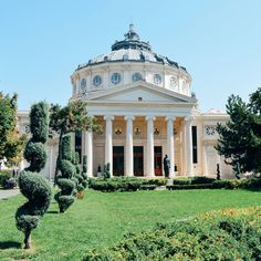 The Romanian Athenaeum in Bucharest - a famous concert hall built in partly through public donations. asta e o chestie f tare - pe mine aici ma gasesti - dragos Asdf, Bucharest, Concert Hall, Beautiful Places, Paintings, Mansions, House Styles, Building, Europe