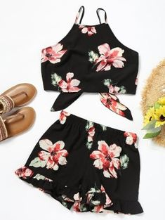 Bowknot Floral Flat Elastic Mid Spaghetti Regular Casual and Going Floral Cami Crop Top with Shorts Set Crop Top Und Shorts, Crop Top Outfits, Summer Dress Outfits, Cami Crop Top, Skirt Outfits, Spring Outfits, Petite Jumpsuit, Jumpsuit Dressy, Jumpsuit Shorts