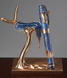 """VISCONTI Hommage à Salvador #Dali """"Danse du temps I"""", #stylo édité en pièce UNIQUE, dans cette version en or rose 18 carats. Le stylo plume évoque oeuvre """"Danse du Temps I"""", sculpture unique, en bronze poli et plaquée or rose, fabriquées à la fonderie Perseo, Mendrisio en Suisse. Allusion également à """"La Persistance de la mémoire"""", huile sur toile surréaliste peinte en 1931, et plus communément connue sous le titre de """"Les Montres molles"""". Vente aux #encheres du 05/12/13 par Artcurial"""