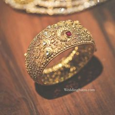 Gold Bangles For Women, Gold Bangles Design, Gold Jewellery Design, Gold Jewelry, Jewelery, Diamond Jewellery, Matching Couple Bracelets, Bridal Bangles, Jewelry Patterns
