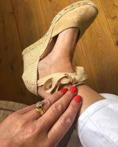 First time in lockdown I've worn heels and painted my nails 💅 My nails have enjoyed the rest from gel but I've missed that pop of colour, it really brightens my mood, this coral red is Aloha from OPI and it's fabulous ❤️I bought these espadrilles last summer from @espadrille.co.uk and they are the most comfortable pair of shoes I own, a perfect daytime heel height and a heel really helps give me a better posture. Feeling more polished and dressed up with these small changes and have… Color Pop, Colour, Better Posture, Small Changes, Opi, Me Too Shoes, Espadrilles, Give It To Me, Rest