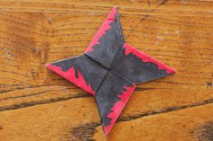 "My boy's throwing star with the ""bloody"" edge. © shoutingforha The boy asked me the other day if he could have a real ninja throwing . Ninja Birthday Parties, Boy Birthday, Birthday Ideas, Birthday Stuff, Birthday Cake, Diy Ninja Costume, Ninja Costumes, Costume Ideas, Paper Ninja Stars"