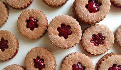 Rádi byste letos vyzkoušeli zdravější druhy cukroví? Pak je přímo pro Vás určen náš vánoční speciál! V prvním díle si připravíme několik Clean Eating, Muffin, Cookies, Breakfast, Fitness, Desserts, Food, Crack Crackers, Morning Coffee