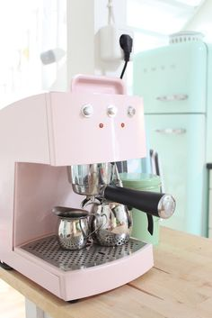 Pink Coffee Machine and in the background a mintgreen SMEG = Mint Kitchen, Pastel Kitchen, Kitchen Decor, Kitchen Ideas, Kitchen Supplies, Pretty Pastel, Pastel Pink, Pastel Decor, Pastel Colors