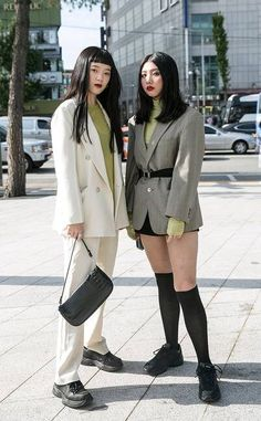 The Best Street Style From Seoul Fashion Week Spring 2020 - keeledturn. Seoul Fashion Week, Tokyo Fashion, Harajuku Fashion, Fashion Outfits, Fashion 2020, Girly Outfits, Japon Street Fashion, Japanese Street Fashion, Cool Street Fashion