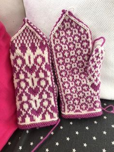 Fingerless Mittens, Knit Mittens, Knitting Stitches, Knitting Patterns, Mittens Pattern, Wrist Warmers, Fair Isle Knitting, Winter Accessories, Free Pattern