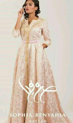 Moroccan caftan by sophia benyahya Morrocan Dress, Moroccan Caftan, Oriental Dress, Oriental Fashion, Chic Dress, Dress Up, Arabic Dress, Arab Fashion, African Fashion