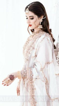 Desi Wedding Dresses, Pakistani Wedding Outfits, Bridal Outfits, Beautiful Pakistani Dresses, Pakistani Bridal Makeup, Indian Fashion Dresses, Stylish Dresses For Girls, Bridal Dress Design, Thing 1