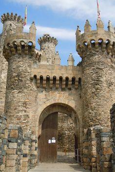 Ponferrada Castle, On The Camino De Santiago Kirchen, Chateau Medieval, Medieval Castle, Castle Ruins, Castle House, Portugal, Villa, Castles To Visit, The Camino