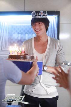 Lee Min Ho birthday on the set of City Hunter