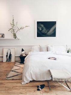 This is a Bedroom Interior Design Ideas. House is a private bedroom and is usually hidden from our guests. However, it is important to her, not only for comfort but also style. Home Bedroom, Bedroom Decor, Bedroom Ideas, Ideas Hogar, Minimalist Bedroom, Minimal Bedroom Design, Minimal Decor, Bedroom Styles, My New Room
