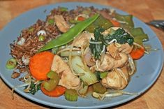 Chicken chop suey - The Tasty Gardener Just made this for supper and it's meh. But very adaptable. I think I'll use moose next time. Food Dishes, Main Dishes, Chop Suey, Stuffed Mushrooms, Stuffed Peppers, Snow Peas, Asian Recipes, Chinese Recipes, White Meat