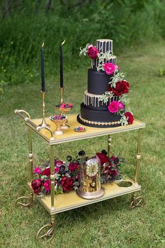 The Perfect Palette - Drip Gold Wedding Cake Diy Bar Cart, Gold Bar Cart, Bar Cart Styling, Bar Carts, Berry Wedding, Chic Wedding, Gold Wedding, Perfect Wedding, Wedding Cake Designs