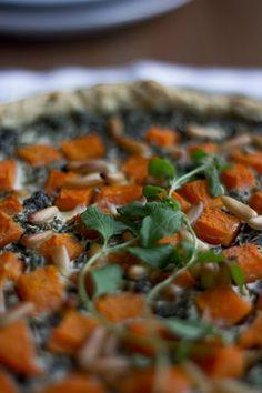 Foodblog aus Düsseldorf mit vegetarischen + veganen Rezepten | Feines Gemüse | Blog aus Düsseldorf : Grünkohl-Kürbis-Tarte mit Ziegenkäse und Pinienkernen