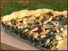 Spinach pie, smoked salmon and pine nuts 1 Healthy Foods To Eat, Healthy Recipes, Spinach Pie, Brunch, Smoked Salmon, Cheesesteak, Ethnic Recipes, Quiches, Bio