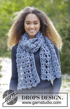 Gehaakte sjaal met kantpatroon. Het werk wordt gehaakt in DROPS Air. Gratis patronen van DROPS Design.