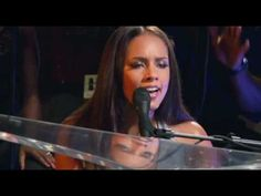 Live, acoustic version of No One - Alicia Keys. I swear I could listen to just this one song on repeat all day long...