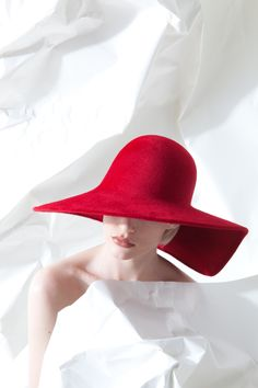 OC 960 | Philip Treacy London Philip Treacy Hats, Derby Attire, Red Hat Society, Classic Hats, Love Hat, Outfits With Hats, Cool Hats, Lady In Waiting, Red Hats