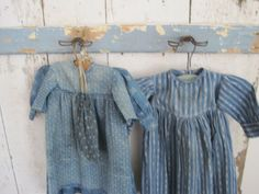 Old Primitive BLUE PAINT Wood Three Metal Hangers Peg Rack American Country Find