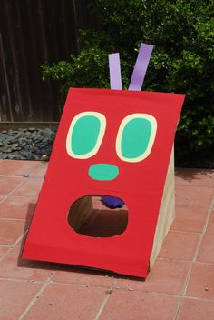 Hungry Caterpillar first birthday party. Feed the caterpillar bean bag toss game. - cow mouth maybe? Birthday Party Games, Baby Birthday, First Birthday Parties, First Birthdays, Birthday Ideas, Hungry Caterpillar Party, Party Themes, Ideas Party, Art Party