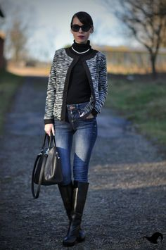Petra Lovelyhair: OOTD - elegantně a černobílé Rainy Day Fashion, Winter Fashion, Leather Riding Boots, Work Attire, Tall Boots, Petra, Fashion Boots, Rubber Rain Boots, Fashion Inspiration