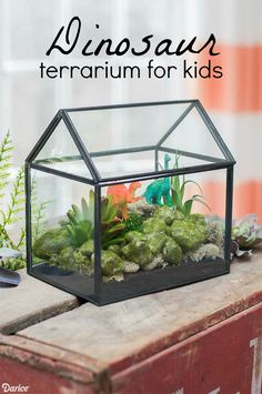 Make a dinosaur terrarium with your kids and you have a simple project that can be completed in about 10 minutes. Perfect for kid's room decor!