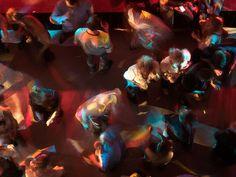 Rauschende Hochzeits-Partys im großen und im kleinen Kreis Eine gut gefüllte Tanzfläche gehört zu einer gelungenen Hochzeitsfeier einfach dazu. Wenn auch ihr euch nach einer romantischen Trauung und einem köstlichen Dinner eine ausgelassene Partystimmung für eure Feierlichkeiten wünscht, seid Ihr bei Chiemsee Musik an der richtigen Adresse.  Manchmal ist es gar nicht so einfach, die Gäste einer Hochzeitsfeier auf die Tanzfläche zu locken. Um die Wirkung eines wundervollen fulminanten Abendessens Partys, Painting, Celebrations, Musik, Simple, Painting Art, Paintings, Painted Canvas, Drawings
