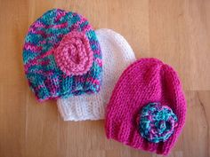 Lightning Fast NICU and Preemie Hats by Fiber Flux / Jennifer Dickerson This pattern includes two variations of the hat; one with a simple ribbed brim and one with a roll brim. Also included are instructions for a quick flower. Baby Knitting Patterns, Baby Hats Knitting, Loom Knitting, Free Knitting, Knitted Hats, Hat Patterns, Knitting For Charity, Knitting For Kids, Crochet Hats