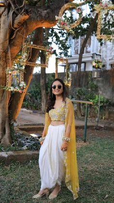 Party Wear Indian Dresses, Designer Party Wear Dresses, Indian Gowns Dresses, Indian Bridal Outfits, Dress Indian Style, Indian Fashion Dresses, Indian Designer Outfits, Indian Wedding Clothes, Gown Party Wear