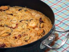 Fideos a la marinera deliciosos, foto 1 Mussels Seafood, Seafood Recipes, Cooking Recipes, Recipes From Heaven, Empanadas, Macaroni And Cheese, Fish, Meat, Chicken