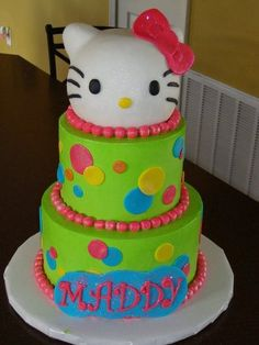 Hello Kitty Iced in buttercream. Kitty's head is krispies covering in fondant. Pretty Cakes, Cute Cakes, Beautiful Cakes, Amazing Cakes, Torta Hello Kitty, Hello Kitty Birthday, Hello Kitty Crochet, Fondant, Hello Kitty Themes