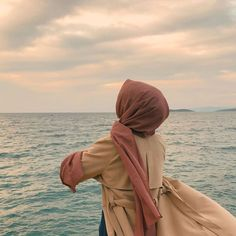 Image may contain: one or more people, ocean, sky, outdoor and nature , Stylish Hijab, Casual Hijab Outfit, Hijab Chic, Hijabi Girl, Girl Hijab, Modern Hijab Fashion, Muslim Fashion, Hijab Hipster, Mode Instagram