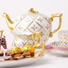 Sevres Roses teapot of Herend fine china. Teapots And Cups, Teacups, Herend China, China Tea Sets, Tea Pot Set, Mad Hatter Tea, Vintage Dishes, Coffee Set, Cake Plates
