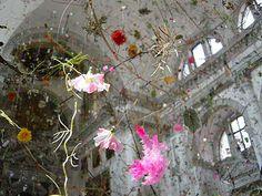 falling garden found on www.tramake.com art/design/object/decor/creative blog