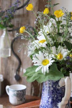 Weer of geen weer, een zomers veldboeket brengt de zon zo weer terug! Maken jullie soms een boeketje met bloemen uit eigen tuin