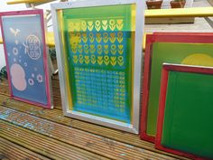 Washing screens on the deck Fabric Printing, Silk Screen Printing, Print Design, Graphic Design, Studio Interior, Mosaic Patterns, Screenprinting, Crafty Craft, Textile Prints