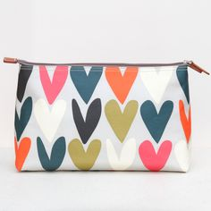 A lovely wash bag in our beautiful hearts print with several inner pockets to hold bottles and tubes. The washbag is made from pvc laminated cotton making it easy to wipe clean.