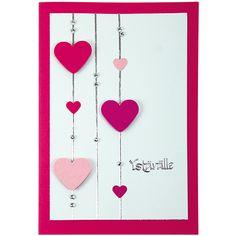 Kahden erikokoisen sydän-kuviolävistäjän avulla koristeltu kortti.
