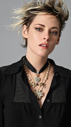 Discover the latest collection of CHANEL Costume Jewellery. Explore the full range of Fashion Costume Jewellery and find your favorite pieces on the CHANEL website. Kristen Stewart Chanel, Kristen Stewart Hair, Pelo Emo, Sils Maria, Chanel Fashion, Chanel Chanel, Fashion Earrings, Fashion Jewelry, Grunge Hair