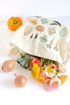 Vegetable print tote bag